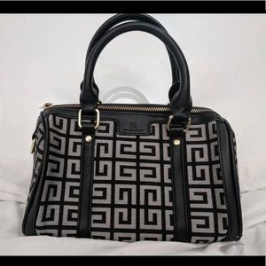 Givenchy bag. Like new. ❤️